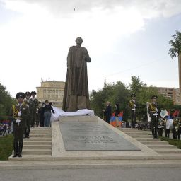 Svelata la statua di Garegin Nzhdeh a Yerevan