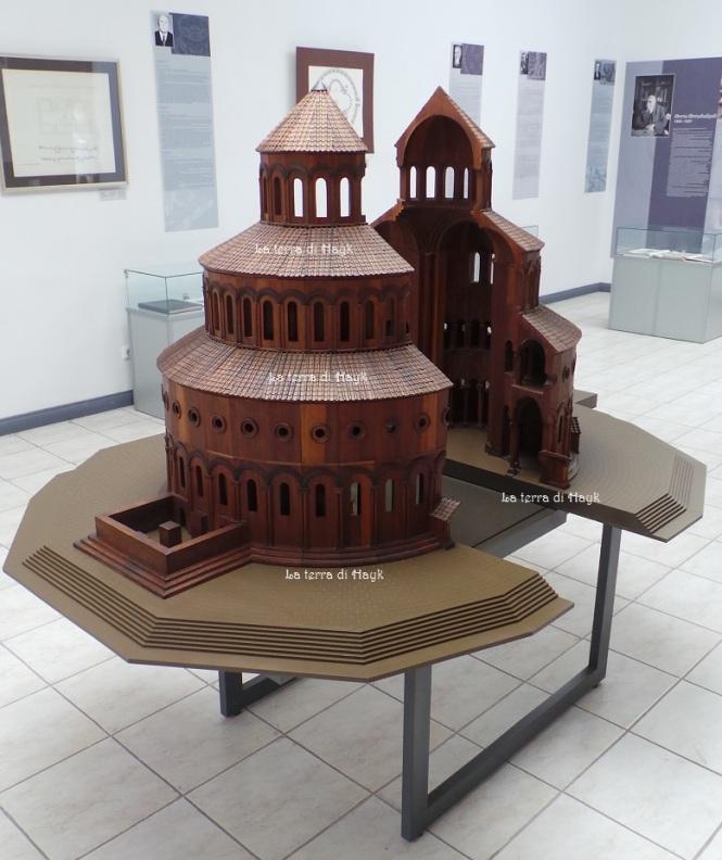 Modello in legno di Zvartnots