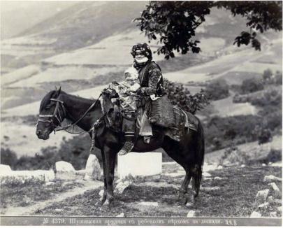 Donna con figlio a cavallo