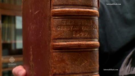 La copertina della Bibbia, riportante la data del 1599.