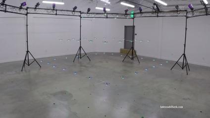 I robot-droni durante una simulazione del lavoro di Nora Ayanian