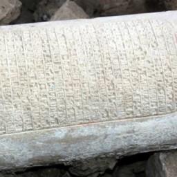Pietra con iscrizioni armene dissotterrata nei pressi di Elazig, in Anatolia Orientale