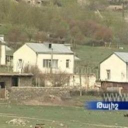 TALISH: case ricostruite con rifugi adiacenti dopo la guerra di aprile