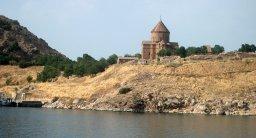 Come uno scrittore turco ha salvato la chiesa di Santa Croce sul lago Van