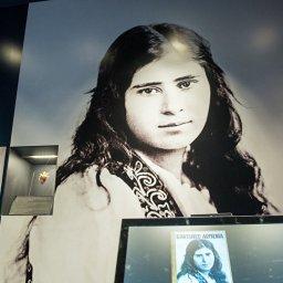 Aurora Mardiganyan: l'incredibile storia e le foto rare della Giovanna d'Arco armena