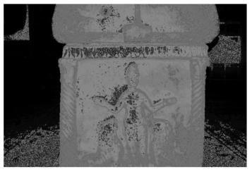 """Ravenna, Basilica di S. Vitale. Sarcofago (IV-V sec.) dell'e[xarco"""" Isaacio (625-643). Fianco destro del sarcofago: Daniele nella fossa dei leoni."""