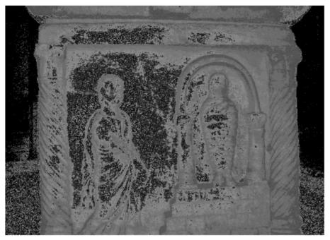 """Ravenna, Basilica di S. Vitale. Sarcofago (IV-V sec.) dell'e[xarco"""" Isaacio (625-643). Fianco sinistro del sarcofago: resurrezione di Lazzaro."""