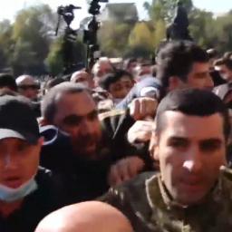 DIRETTA: proteste in Piazza della Libertà a Yerevan per chiedere le dimissioni di Nikol Pashinyan